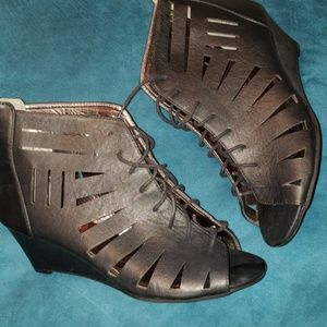 Shoes - Black wedge gladiator sandal 13M